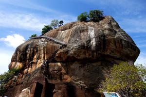 Sigiriya_rock3