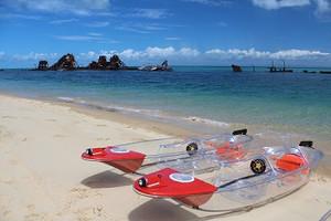 Kayaks_on_beach3