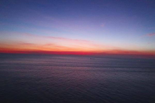 Phu_yen_sunrise_from_mui_dien_cap_4