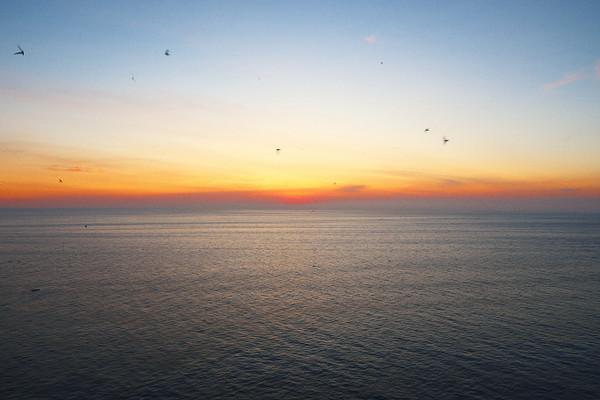 Phu_yen_sunrise_from_mui_dien_cap_5