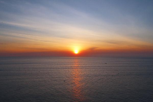 Phu_yen_sunrise_from_mui_dien_cap_6