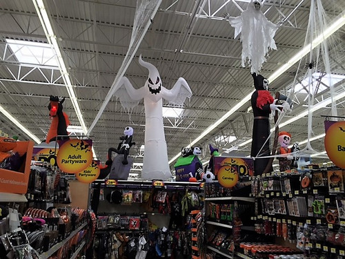 Halloween_store_display_3