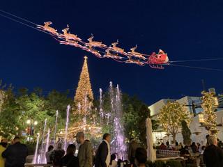 Main_tree_and_santa