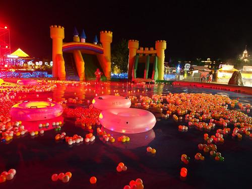 夜の水の王国 大プール