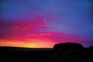 Uluru_sunrise_hr