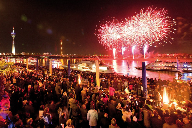Tag Japan: フランクフルト観光ブログ-日本デー(Japan-Tag)の花火を船上より楽しもう♪