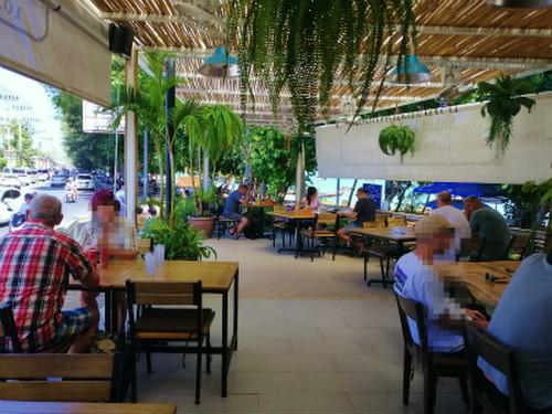 We_cafe_rawai_beach2