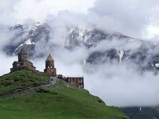 Gergeti_trinity_church__outside_kaz