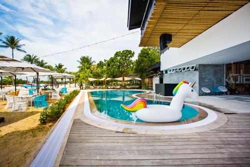 Pool_cabana_sent
