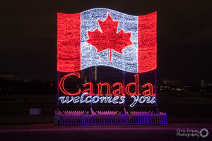 Canadian_flag_light_display_1