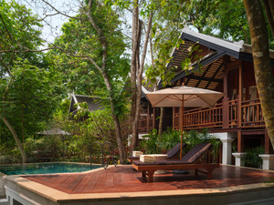 Waterfall_pool_villa_terrace_004